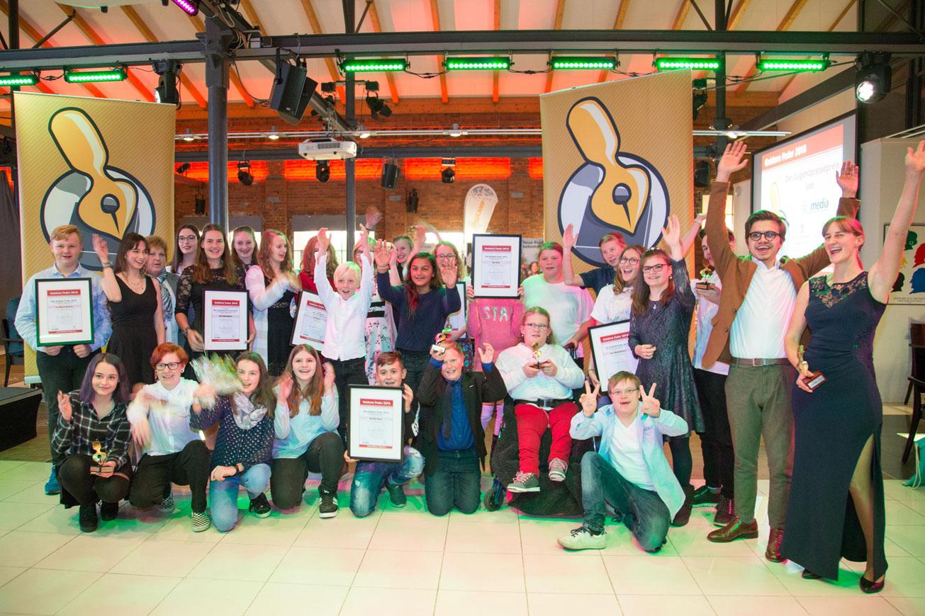 """Die """"Goldene Feder"""" an beste Schülerzeitungen und Nachwuchsjournalisten des Landes verliehen"""